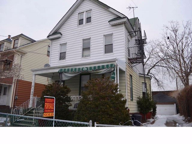 5 BR,  4.00 BTH   style home in SHEEPSHEAD BAY