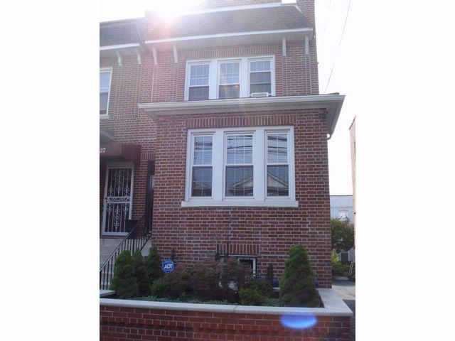 3 BR,  1.50 BTH  2 story style home in Bronx