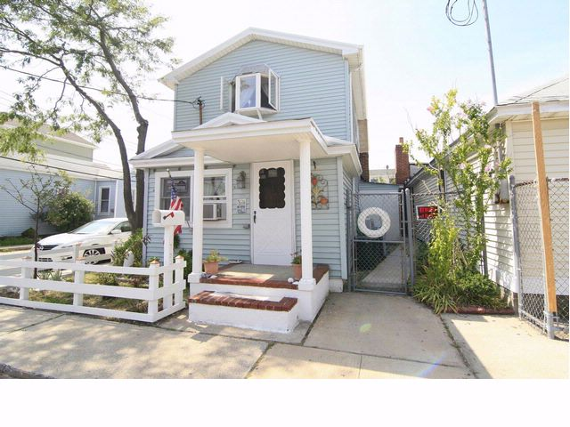 3 BR,  2.00 BTH  2 story style home in BROAD CHANNEL