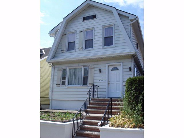 3 BR,  1.50 BTH Dutch colonial style home in Bronx
