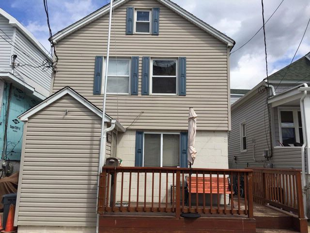 4 BR,  2.50 BTH 2 story style home in BROAD CHANNEL