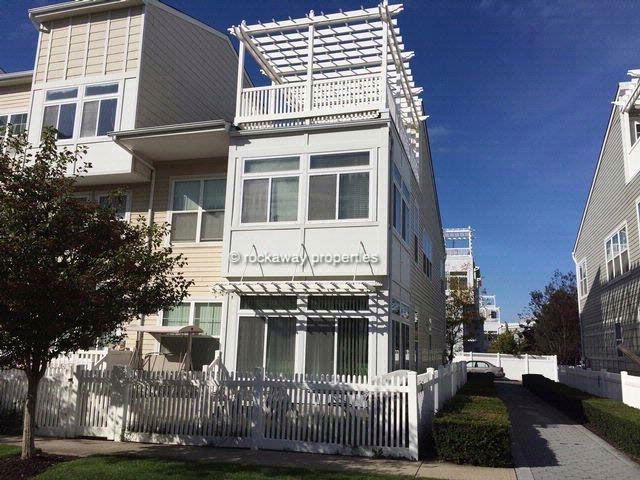 4 BR,  3.00 BTH Contemporary style home in ARVERNE