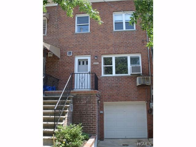 3 BR,  1.50 BTH Town house style home in Esplanade