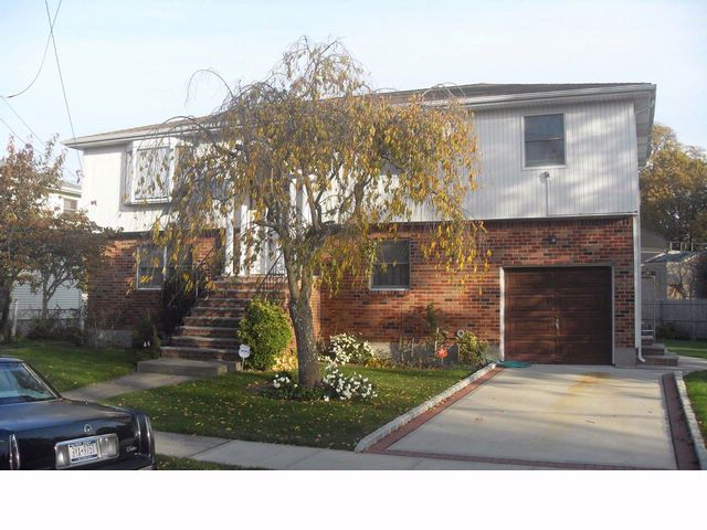 5 BR,  2.50 BTH Hi ranch style home in HEMPSTEAD