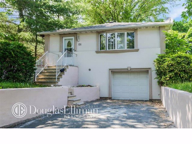 3 BR,  2.00 BTH  Colonial style home in ROSLYN HEIGHTS