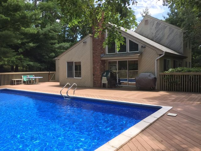 4 BR,  4.00 BTH Contemporary style home in SHELTER ISLAND