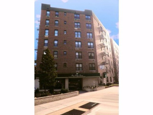 1 BR,  1.00 BTH  style home in Bay Ridge