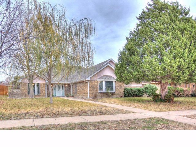 4 BR,  2.00 BTH  Traditional style home in Richardson
