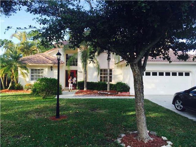 4 BR,  3.00 BTH  2 story style home in Coral Springs