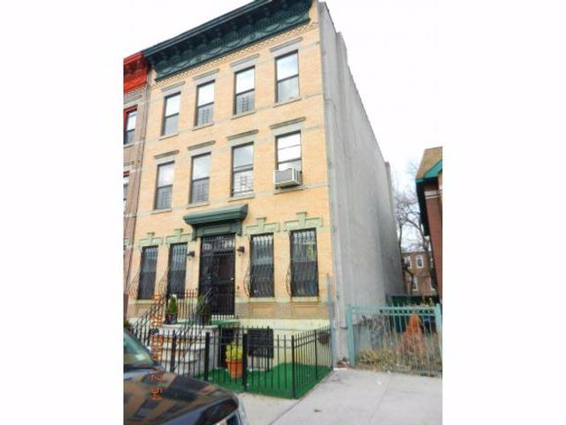 7 BR,  5.50 BTH  Triplex style home in Bedford Stuyvesant