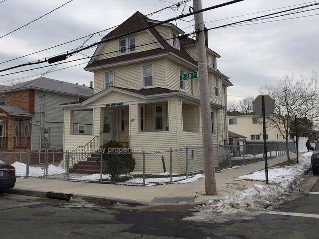 5 BR,  3.00 BTH  Victorian style home in Arverne