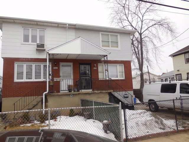 3 BR,  1.50 BTH  2 story style home in Rockaway Beach