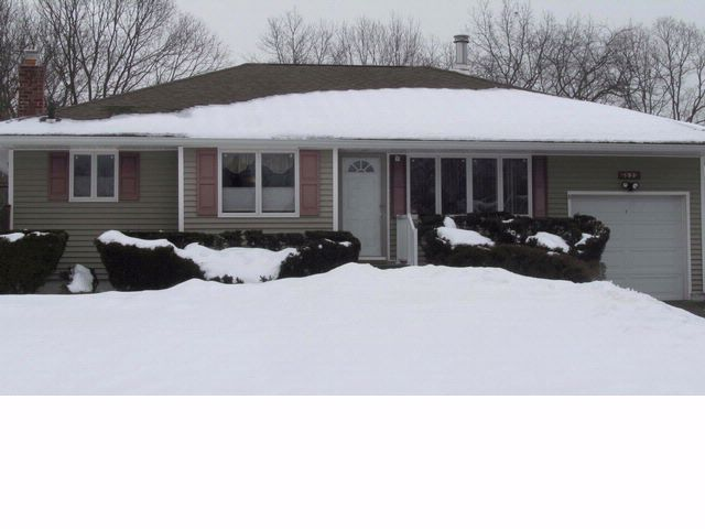 3 BR,  2.00 BTH  Ranch style home in Smithtown
