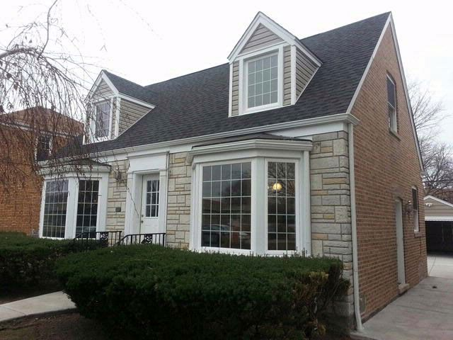 4 BR,  3.00 BTH  Cape style home in Chicago