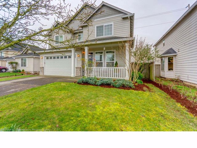 4 BR,  2.50 BTH 2 story style home in Vancouver