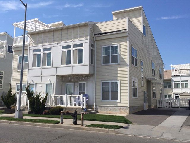 5 BR,  4.00 BTH  2 story style home in Arverne