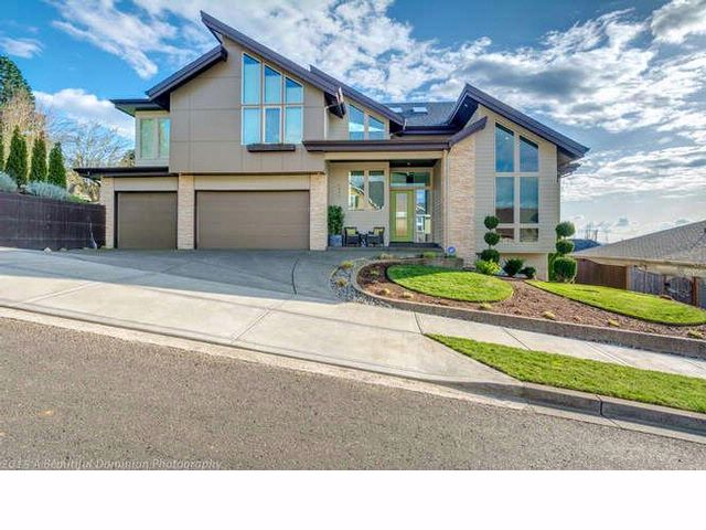 4 BR,  2.50 BTH  Contemporary style home in Camas