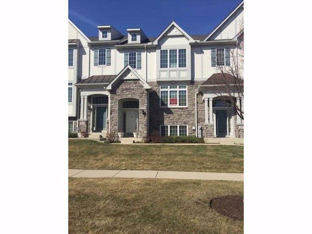 3 BR,  2.50 BTH  Townhouse style home in Carol Stream
