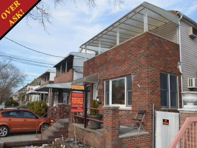 6 BR,  3.00 BTH  2 story style home in Sheepshead Bay