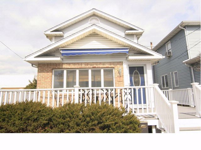 3 BR,  2.00 BTH   style home in Breezy Point