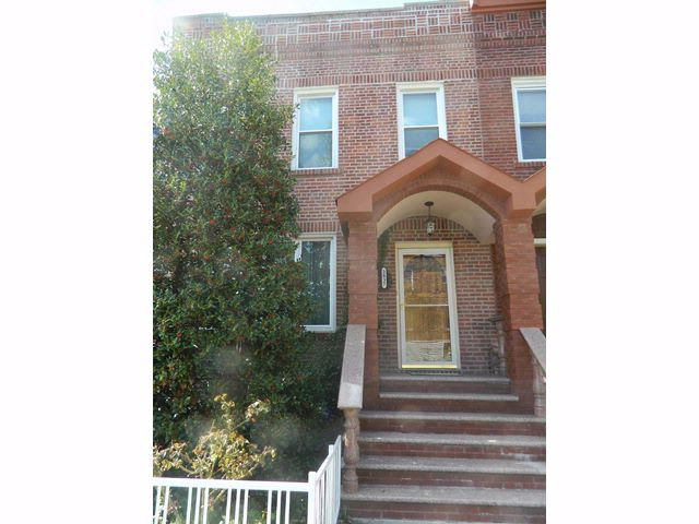 6 BR,  3.00 BTH  Colonial style home in Throggs Neck