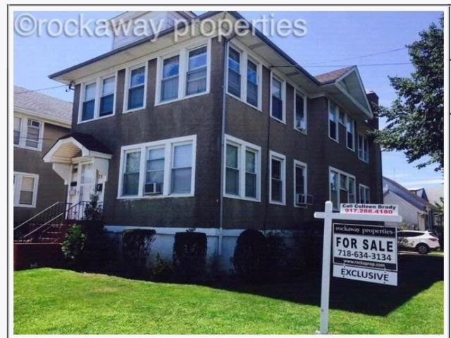 7 BR,  3.50 BTH 2 story style home in Belle Harbor