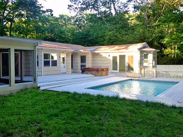 3 BR,  3.00 BTH  Ranch style home in Southampton