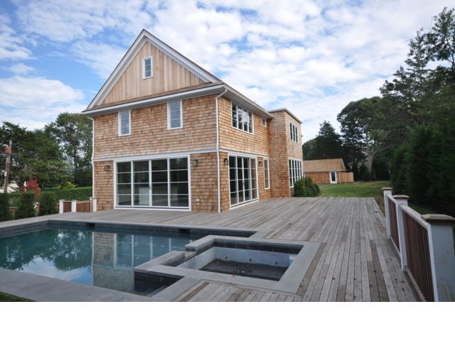 5 BR,  5.00 BTH  Traditional style home in Sag Harbor