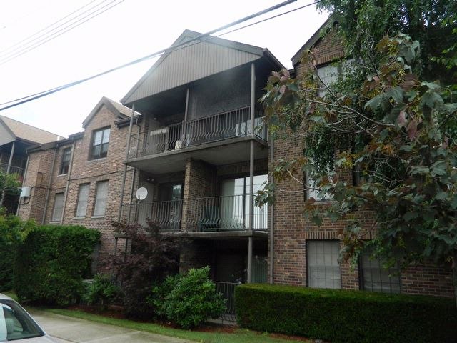 2 BR,  2.00 BTH  Condo style home in Throggs Neck