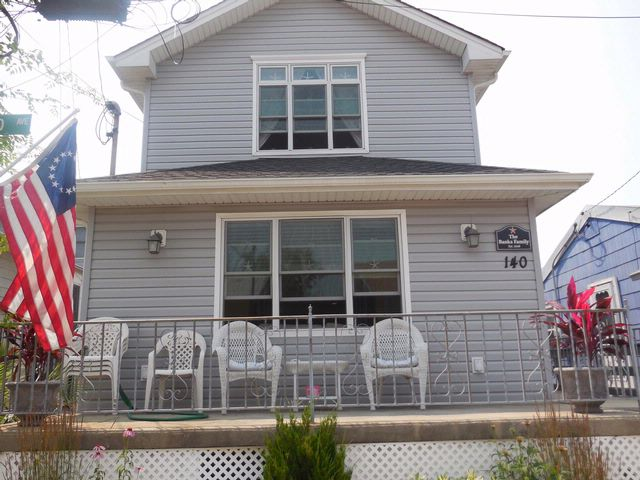 4 BR,  2.50 BTH  Cottage style home in Breezy Point