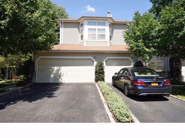 2 BR,  2.50 BTH Condo style home in Plainview
