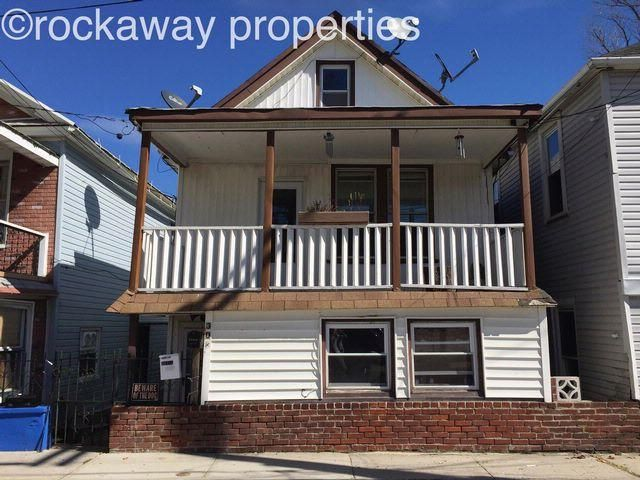 4 BR,  2.00 BTH  Bungalow style home in Rockaway Beach