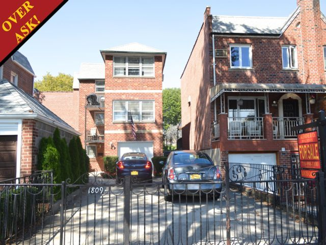 5 BR,  3.55 BTH  Other style home in Sheepshead Bay