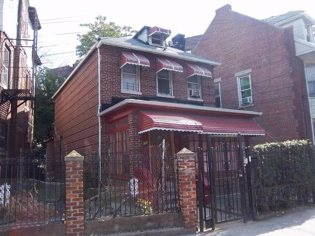4 BR,  2.50 BTH  2 story style home in Bronx