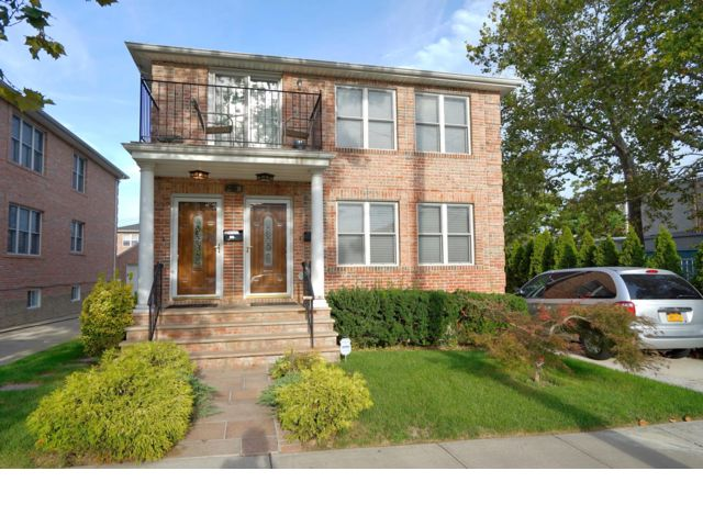 6 BR,  5.00 BTH  style home in Bayside