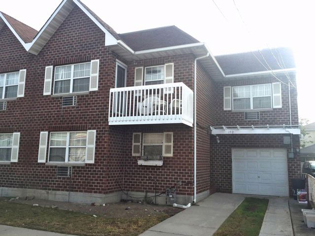 5 BR,  3.00 BTH  2 story style home in Arverne