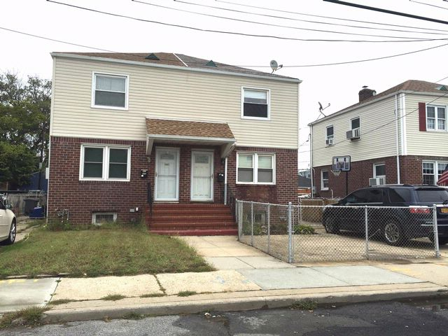 2 BR,  1.00 BTH  Townhouse style home in Rockaway Beach