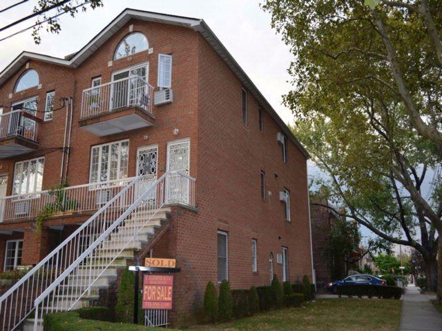 3 BR,  3.00 BTH Condo style home in Marine Park