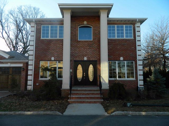 3 BR,  2.55 BTH  Colonial style home in Throggs Neck