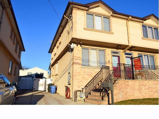 3 BR,  2.50 BTH  2 story style home in Bergen Beach