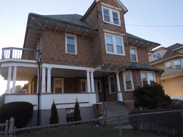 10 BR,  4.00 BTH Victorian style home in Rockaway Park