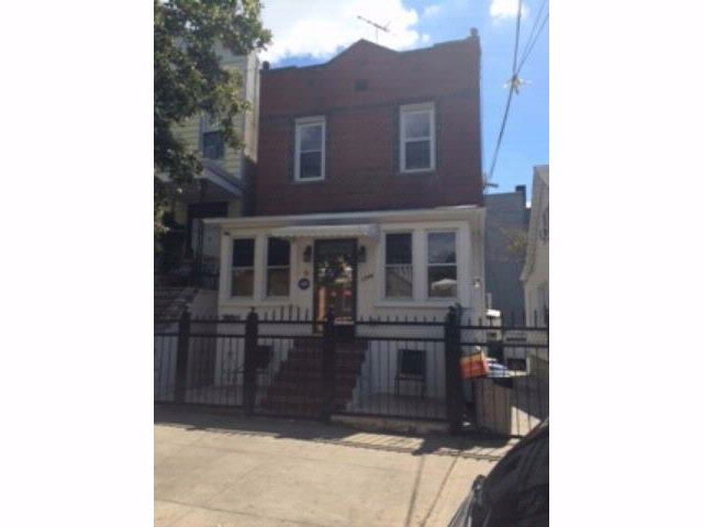 5 BR,  3.00 BTH  style home in Bronx