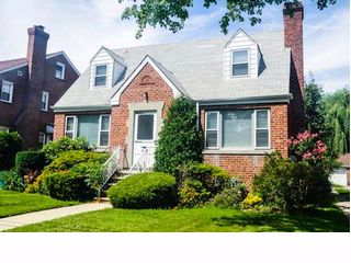4 BR,  3.00 BTH  Cape style home in Throggs Neck