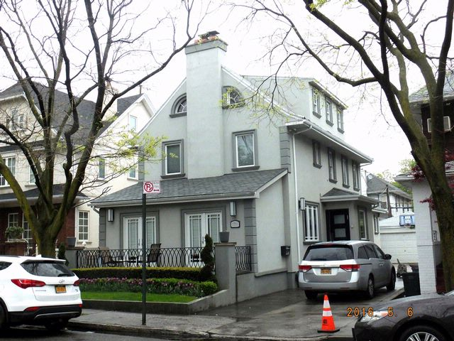 5 BR,  4.50 BTH  Colonial style home in Brooklyn
