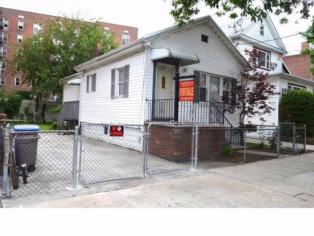 3 BR,  1.00 BTH Ranch style home in Sheepshead Bay