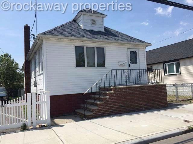 3 BR,  1.00 BTH   style home in Broad Channel