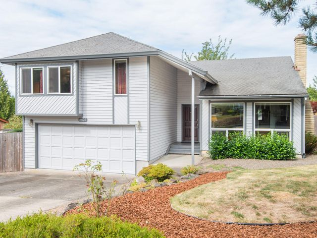4 BR,  2.50 BTH  Traditional style home in Beaverton
