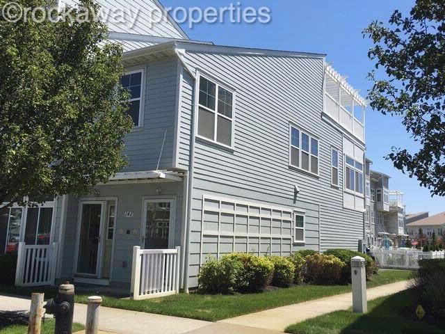 4 BR,  3.00 BTH  Contemporary style home in Arverne By The Sea