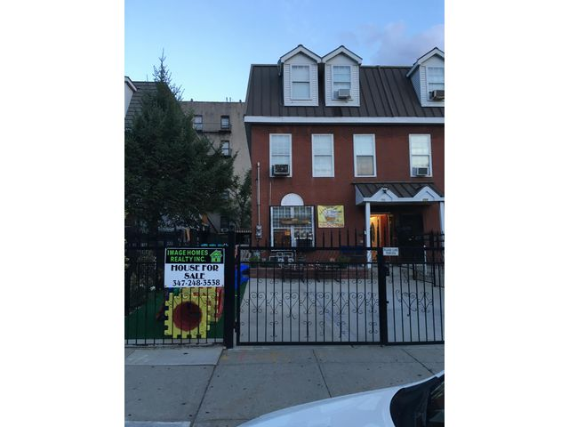 5 BR,  3.50 BTH 2 story style home in Bronx