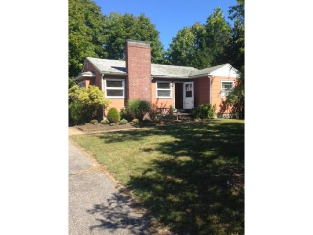3 BR,  1.00 BTH  Ranch style home in Sag Harbor